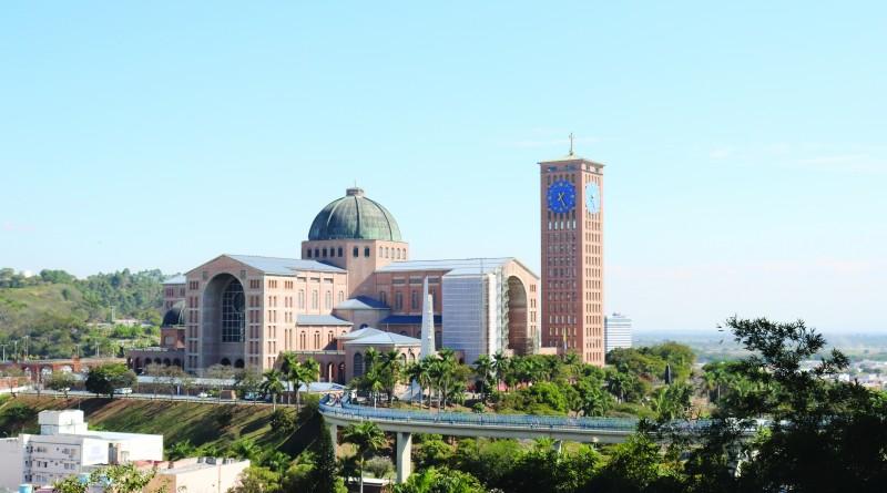 O Santuário de Aparecida, maior centro do turismo religioso no Vale; Aparecida amplia investimento (Foto: Marcelo dos Santos)