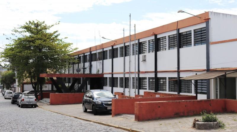 O prédio que passa agora por obras para receber Pronto Socorro; reforma em ex-delegacia da Polícia Civil tem orçamento de R$ 3 milhões (Foto: Leandro Oliveira)