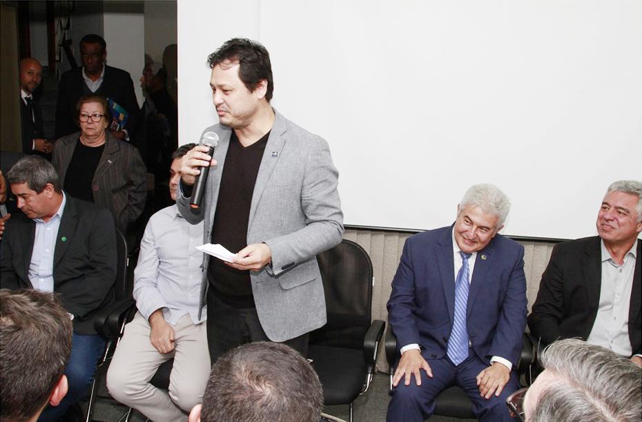 O presidente do Codivap e prefeito de Ubatuba, Délcio José Sato, durante encontro do grupo com o ministro Marcos Pontes; desafio regional (Foto: Reprodução)
