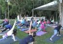 Projeto de Yoga ao Ar Livre promove inclusão com intérpretes de libras
