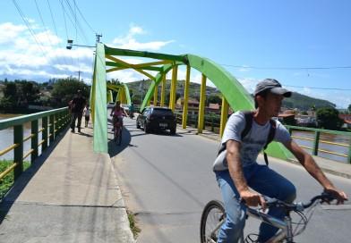 Nova lei tenta barrar ciclistas na contramão em Cachoeira