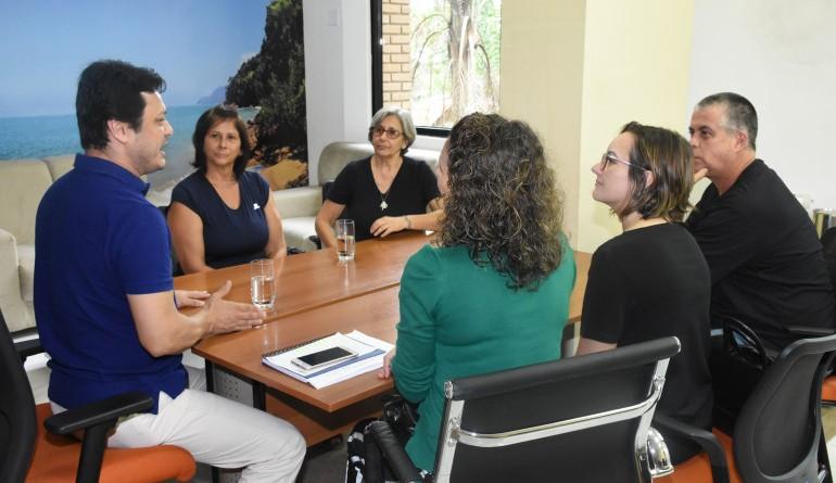 O prefeito Délcio Sato reunido com xx para debater eventos para a Praça Anchieta (Foto: Reprodução PMU)