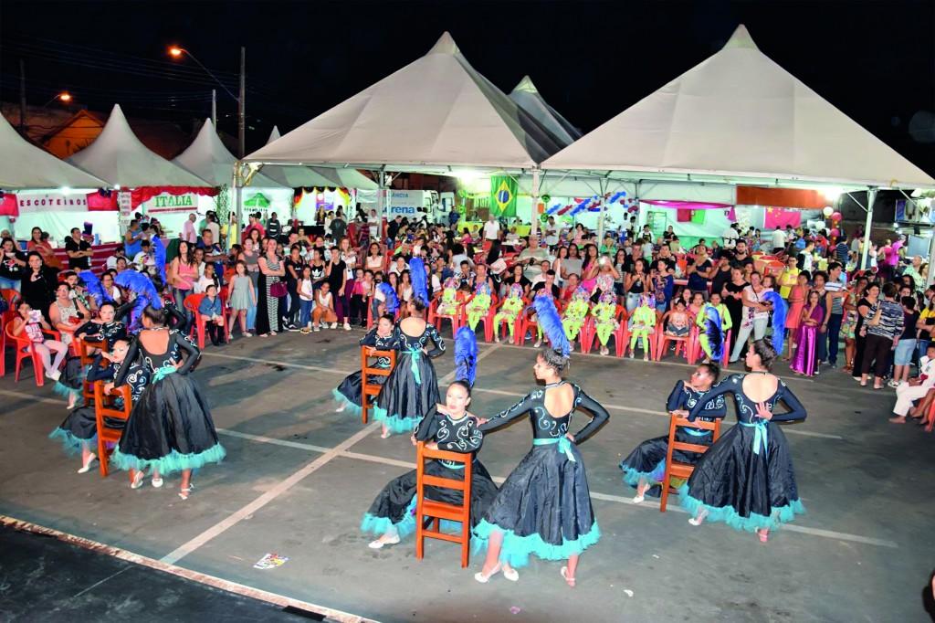 Apresentação em Festa das Nações, um dos eventos que faz parte do calendário cultural de Lorena; Centro aguarda licitação (Foto: Reprodução PML)
