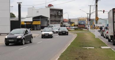 A avenida Juscelino Kubitschek, um dos pontos que recebe os radares nesta terça (Foto: Marcelo A. dos Santos)