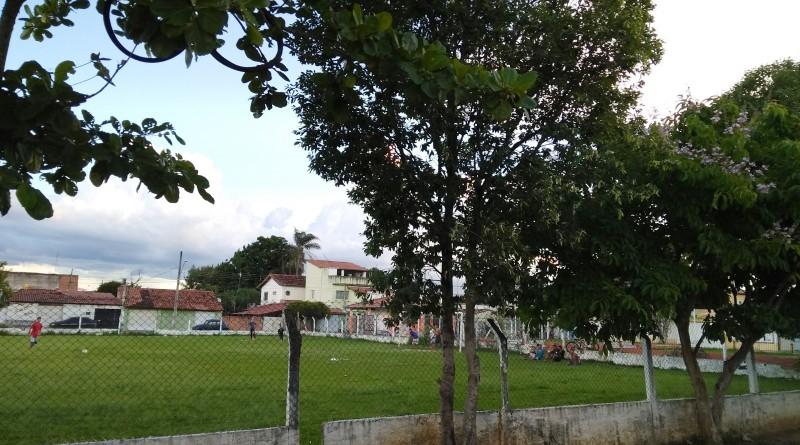 O campo de futebol do Vila Brito que receberá melhorias; investimento chega a R$ 250 mil (Foto: Rafaela Lourenço)
