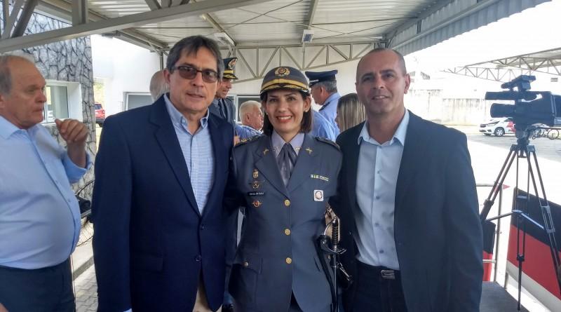 Ao lado de Marcondes e Lescura, a tenente coronel Sônia Paula Hamad assumiu o comando do 23º BPMI (Foto: Reprodução PML)