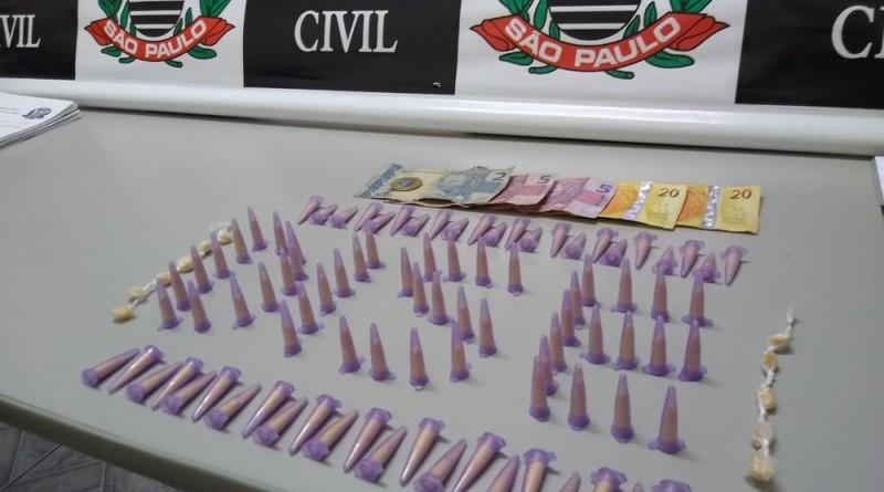 Drogas apreendidas em Guaratinguetá na noite desta segunda-feira (Foto: Divulgação PC)