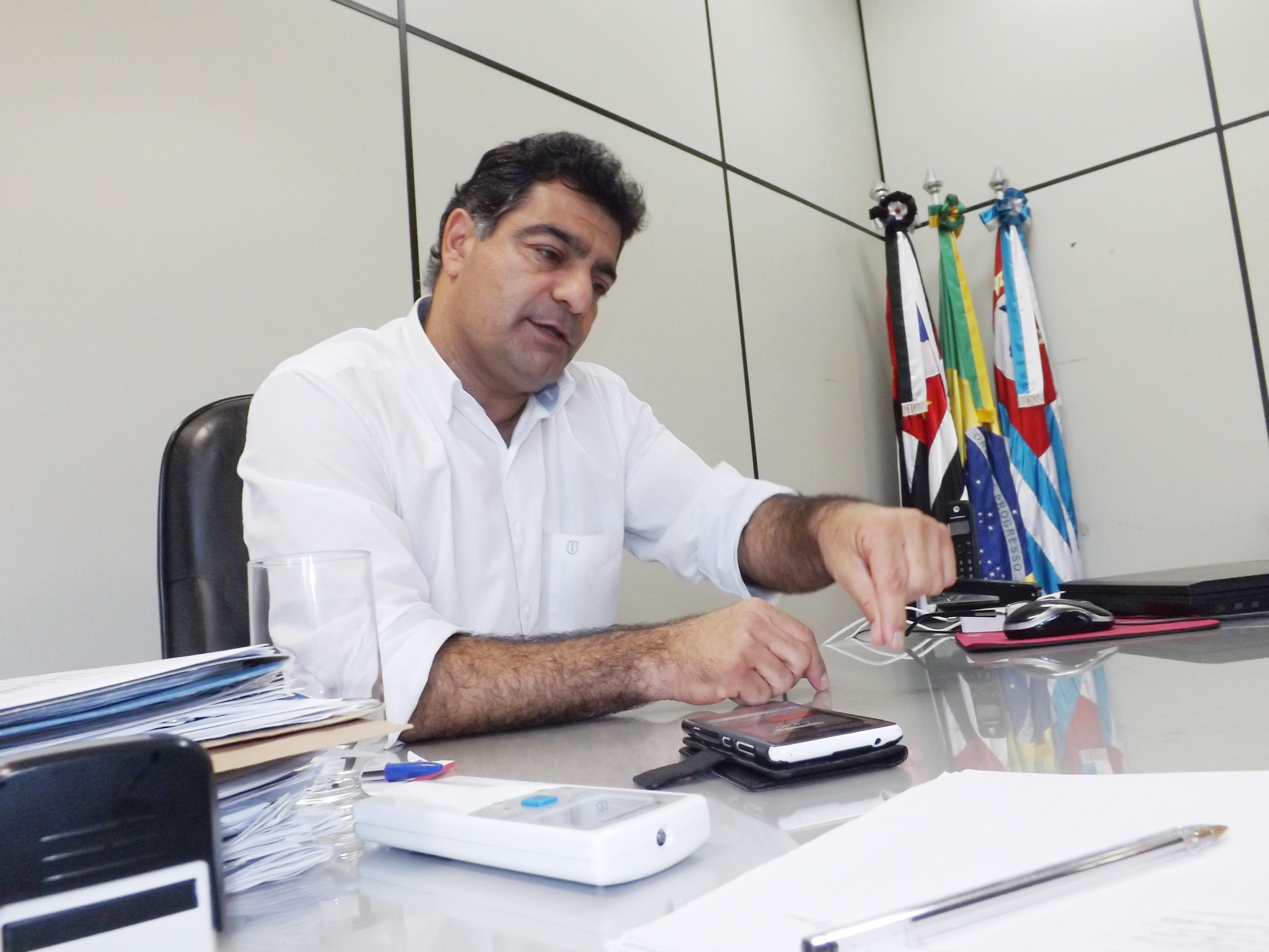 O prefeito Rafic Zake, que vai responder à Câmara pela mesma falha que afastou e cassou o mandato de Ana Karin (Foto: Da Redação/Atos)