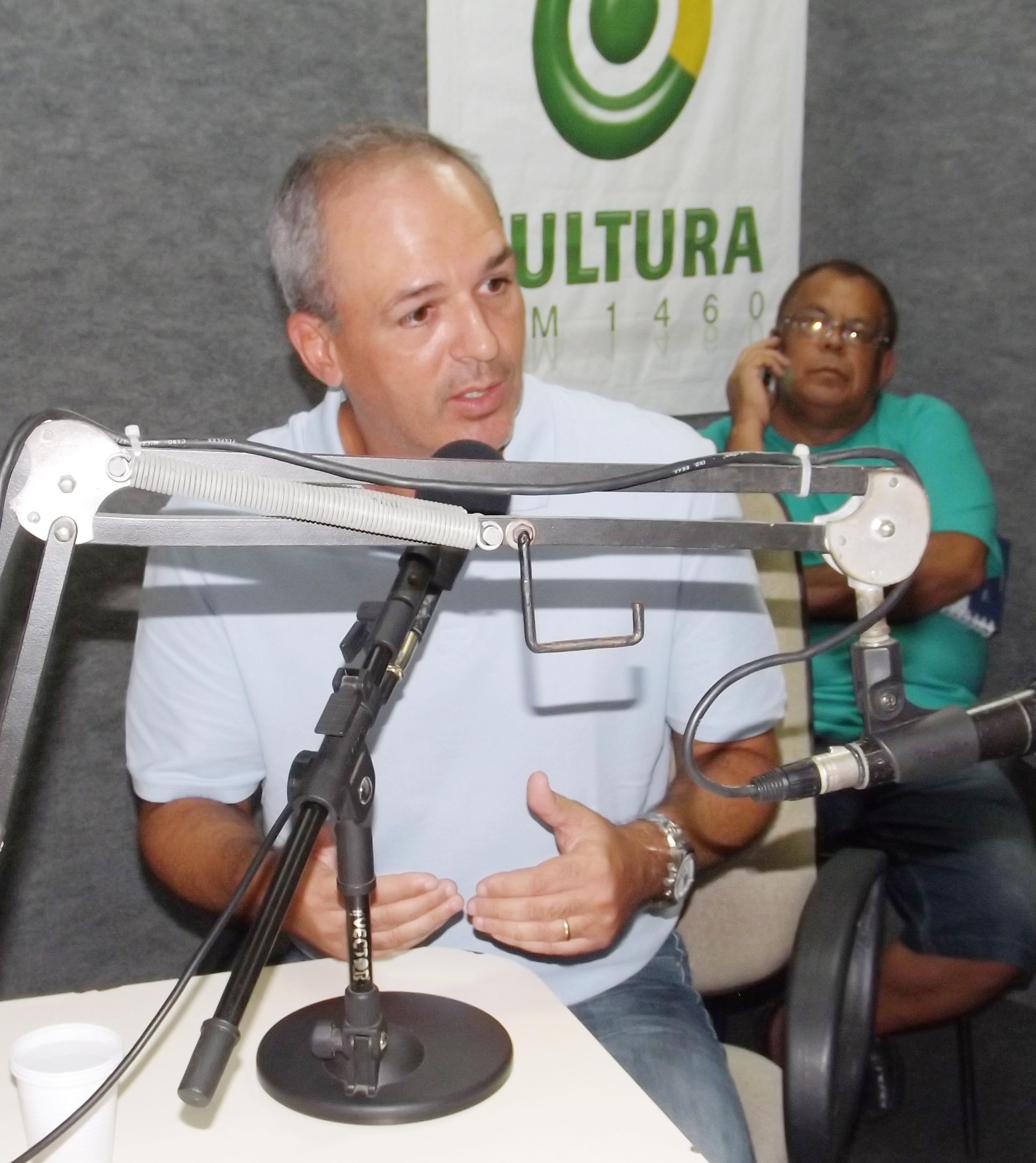 O novo secretário Luiz Fernando, que além do concurso público, anunciou a elaboração do Plano Municipal de Educação para 10 anos (Arquivo Atos)