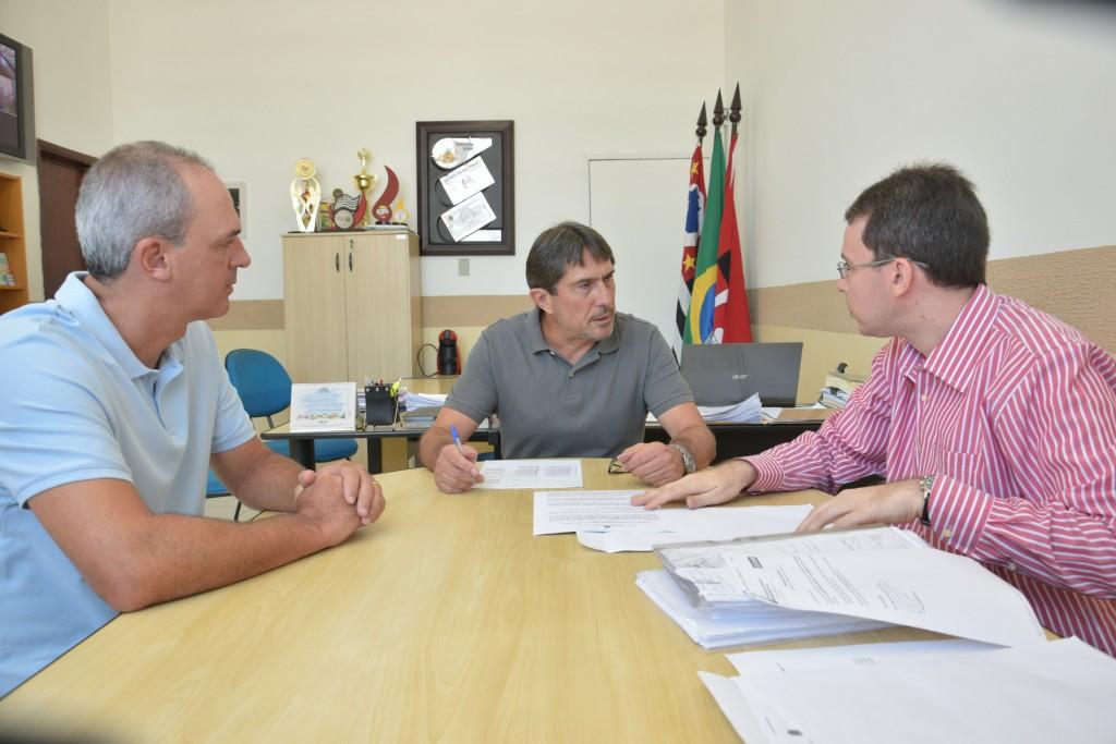 De volta à Câmara, Luiz Fernando acompanha reunião entre o prefeito Fábio Marcondes e o novo secretário da Educação (Da Assessoria)