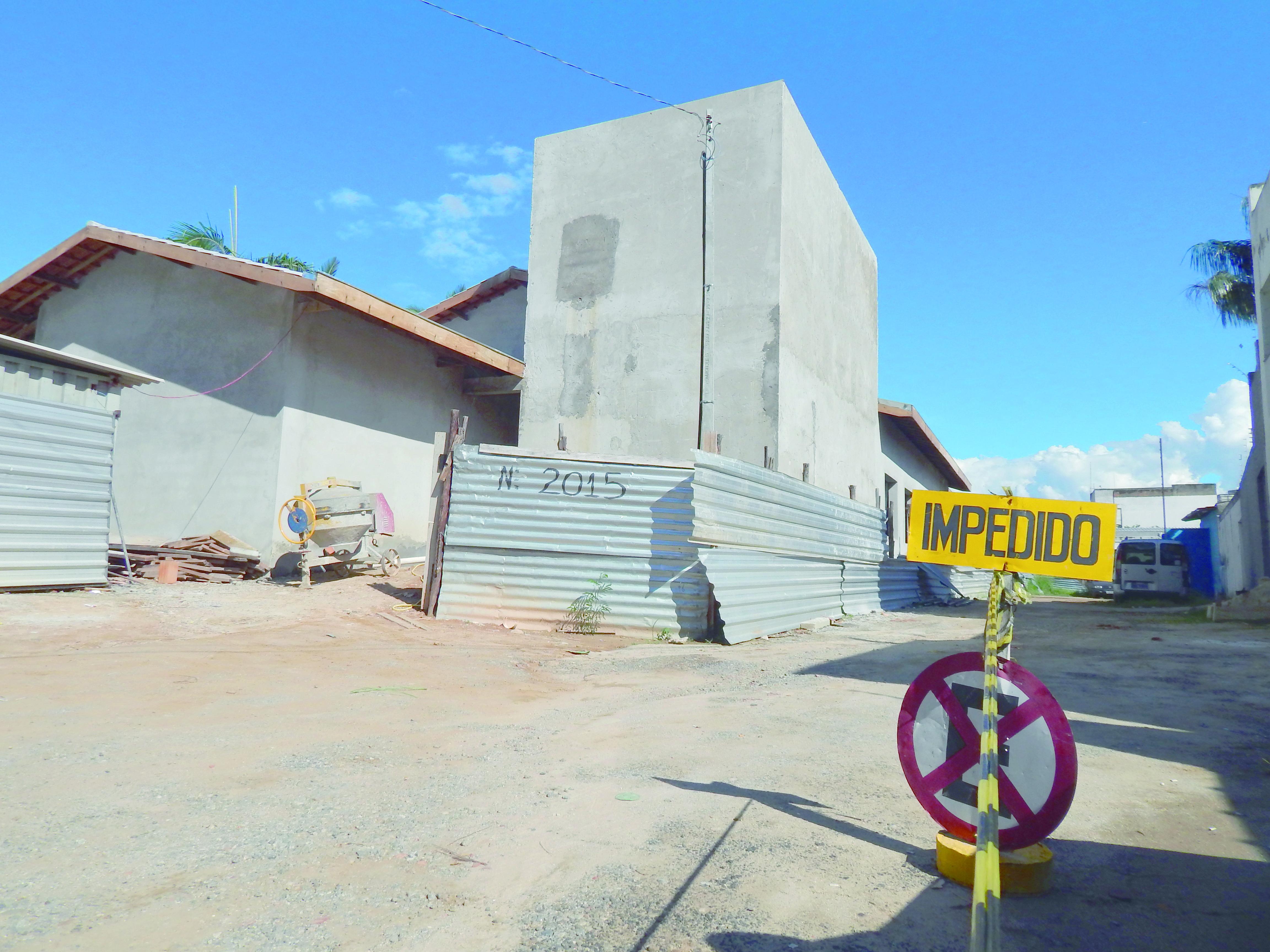 Unidade educacional que deverá atender os bairros, ainda em fase de construção, provoca lista de espera (Leandro Oliveira)
