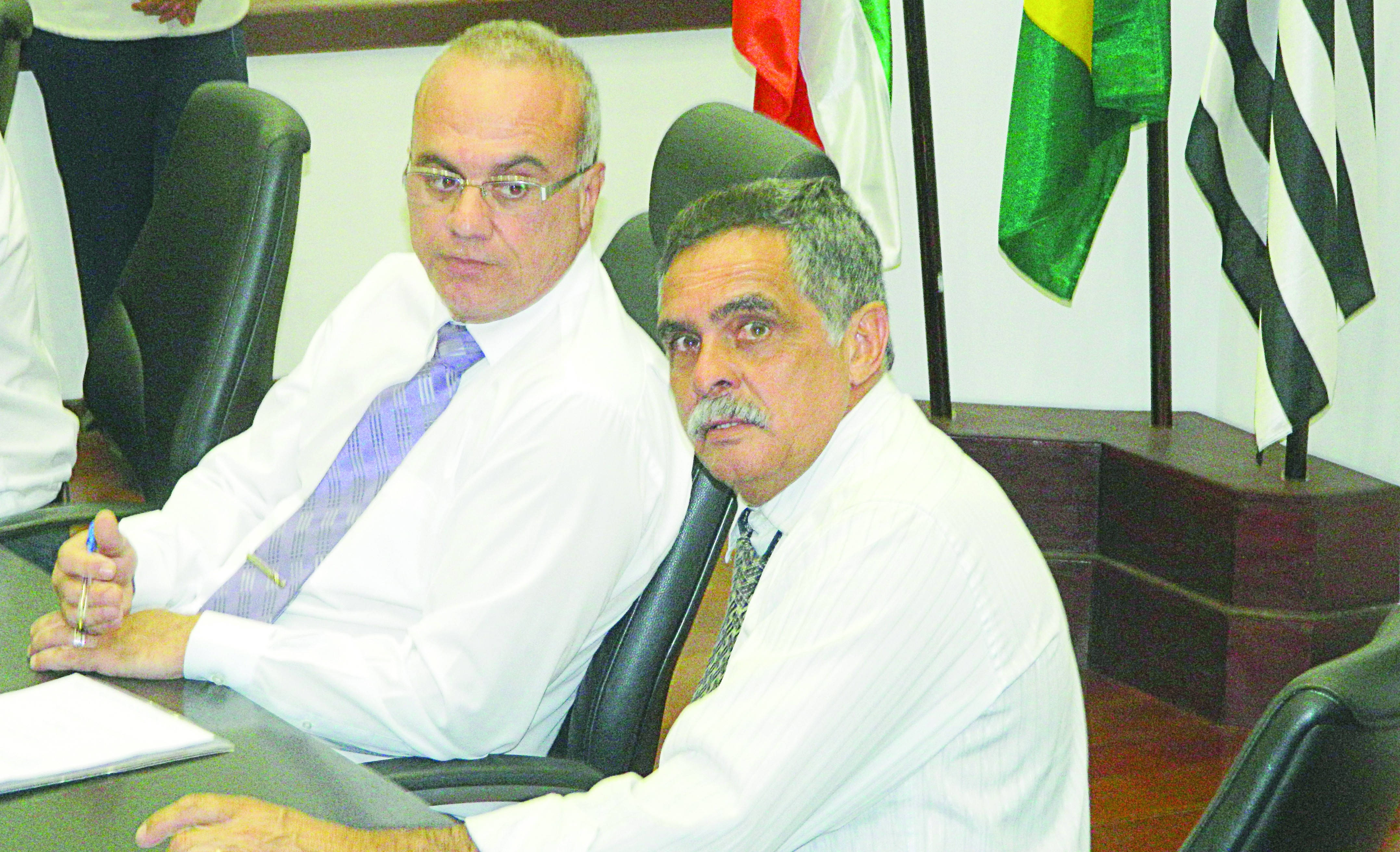 Ao lado de Ricardo Piorino, o vereador Martins Cesar, que pode enfrentar mais uma etapa de investigações sobre uso do carro (Arquivo Atos)