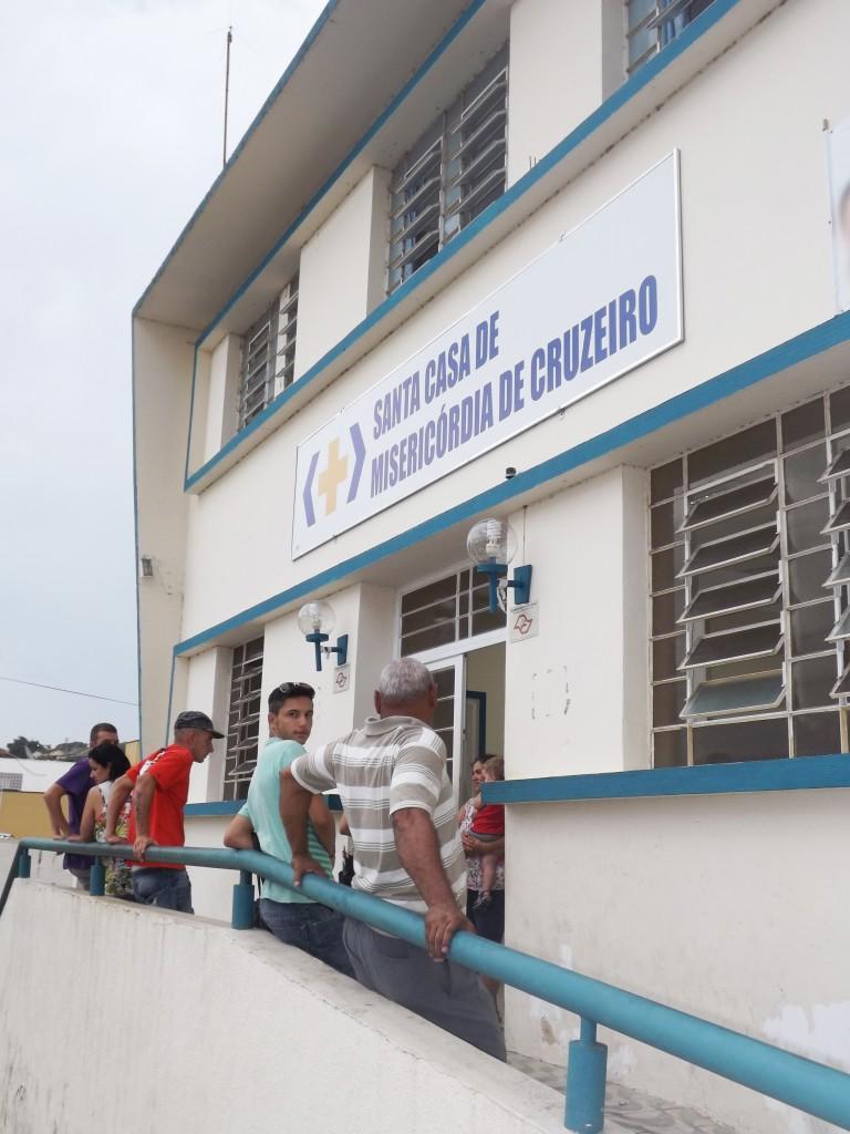 Falta de médicos e estrutura aumenta tempo de espera na Santa Casa; funcionários protestam contra estrutura precária (Francisco Assis)