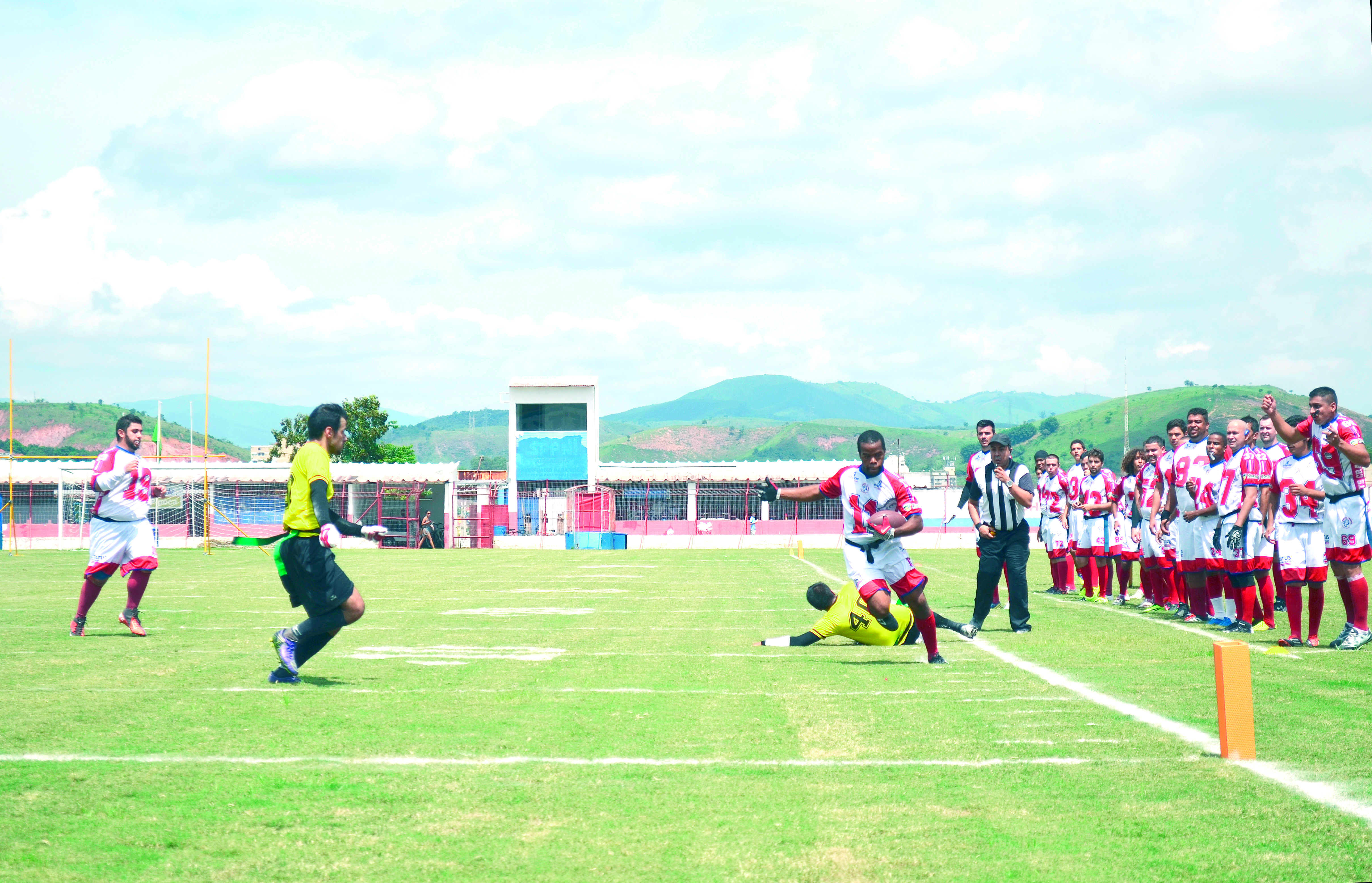 Em lance da partida, jogador do Cranes passa pela marcação e avança em direção a endzone (Leandro Oliveira)