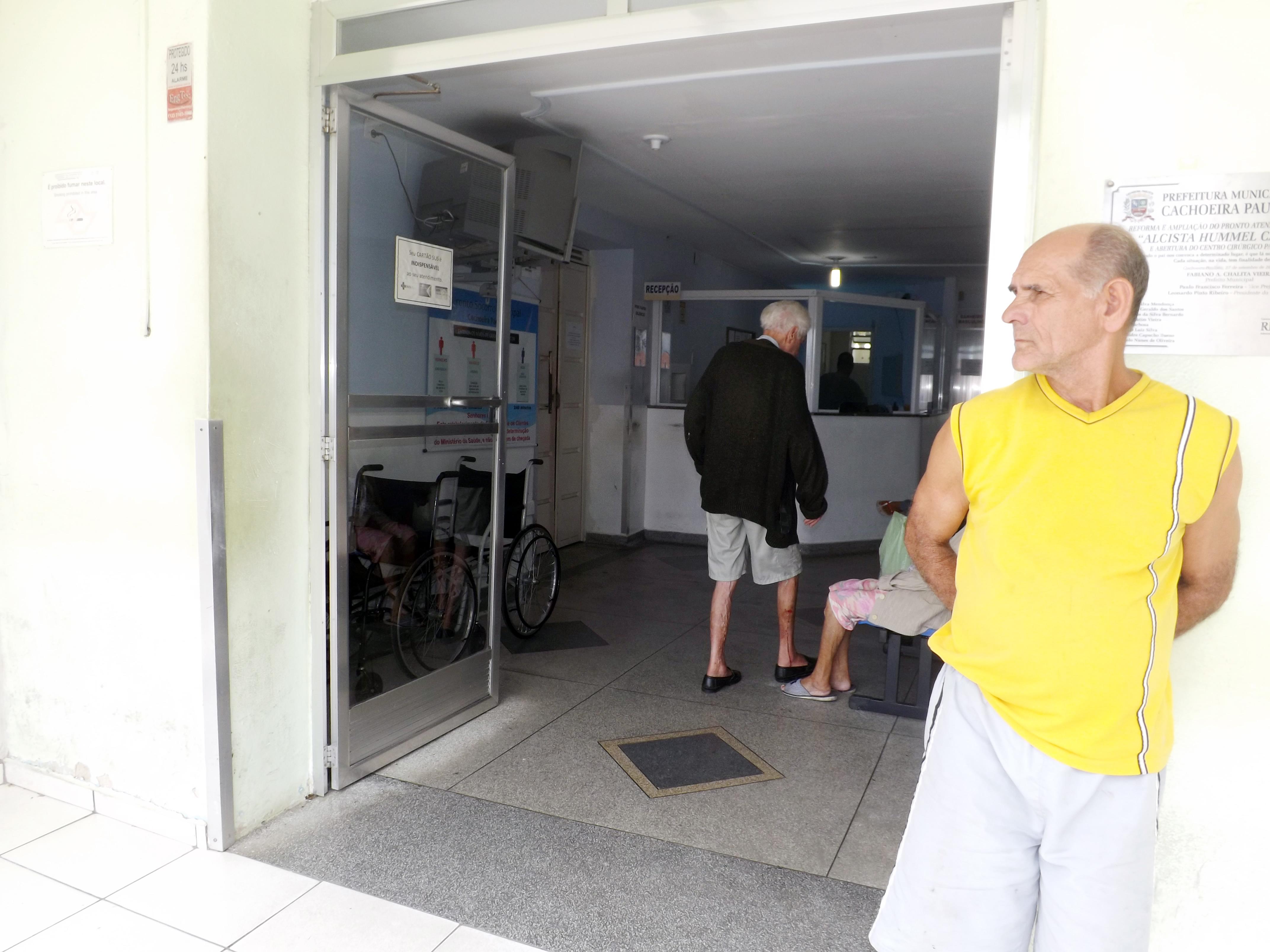 Pacientes aguardam atendimento no Pronto Socorro de Cachoeira; repasse de R$ 4 milhões seria cerca de 25% da dívida da Santa Casa (Arquivo Atos)