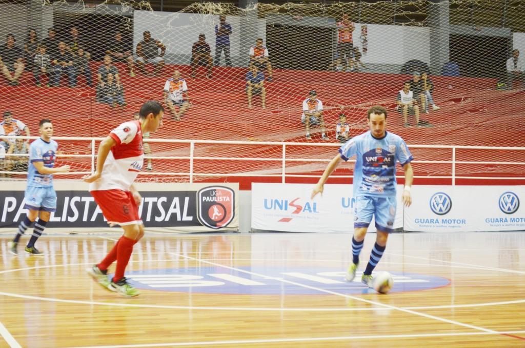 Lance da vitória do Yoka sobre o Jacareí, que colocou time de Guará na terceira posição do torneio (Leandro Oliveira)