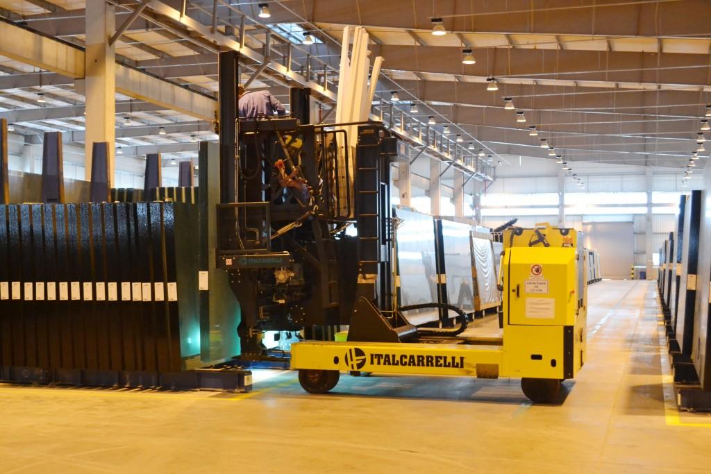 Máquina em atividade no processo de produção da AGC; crescimento da fabricante multinacional é marca da luta da indústria contra a crise (Arquivo Atos)