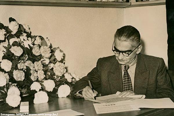 O escritor Monteiro Lobato, autor de obras que marcaram a literatura nacional no último século (Reprodução)