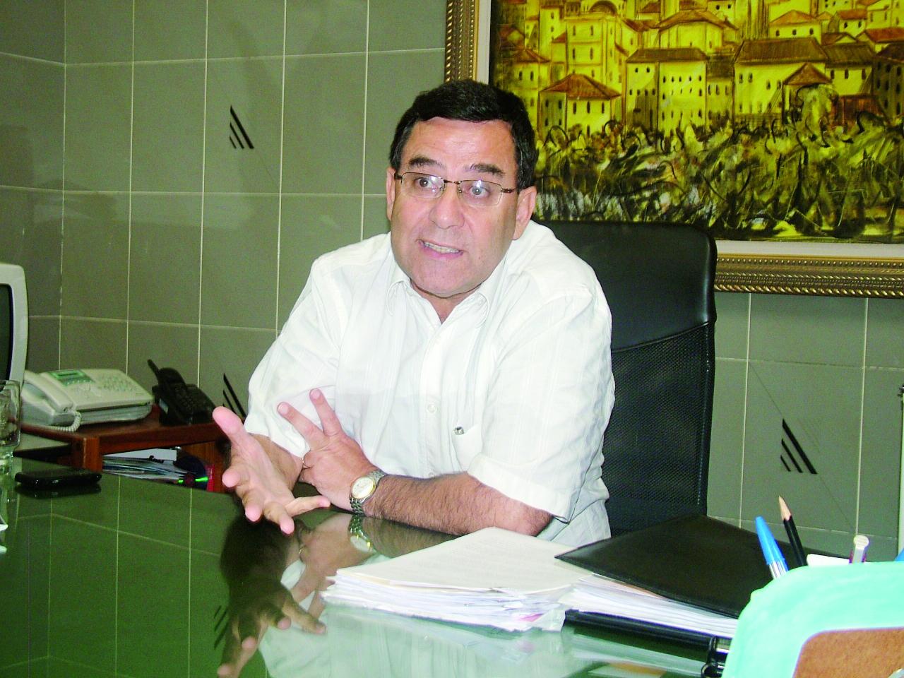 O prefeito Márcio Siqueira voltou ao cargo após ficar oito meses afastado; o tucano reassumiu a Prefeitura na tarde desta sexta-feira (Foto: Rafael Rodrigues)