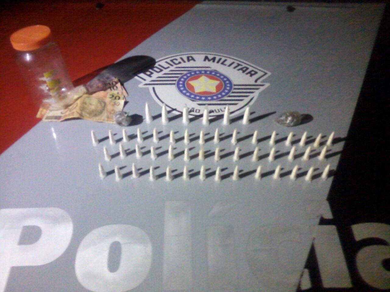 Pinos escondidos no pote de maionese, apreendidos pela Polícia Militar na última segunda-feira (Foto: Divulgação / PM)