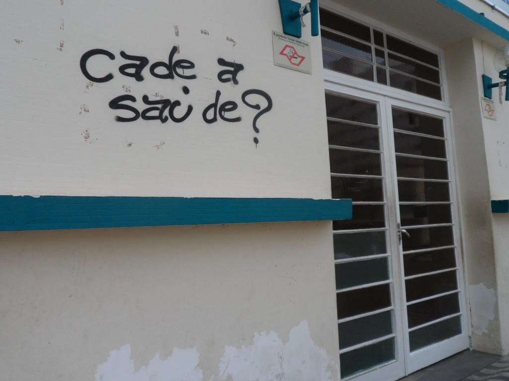 Entrada principal da Santa Casa de Cruzeiro, que está fechado há quase dois meses; dívida chega a ultrapassar R$ 20 milhões (Foto: Maria Fernanda Rezende)