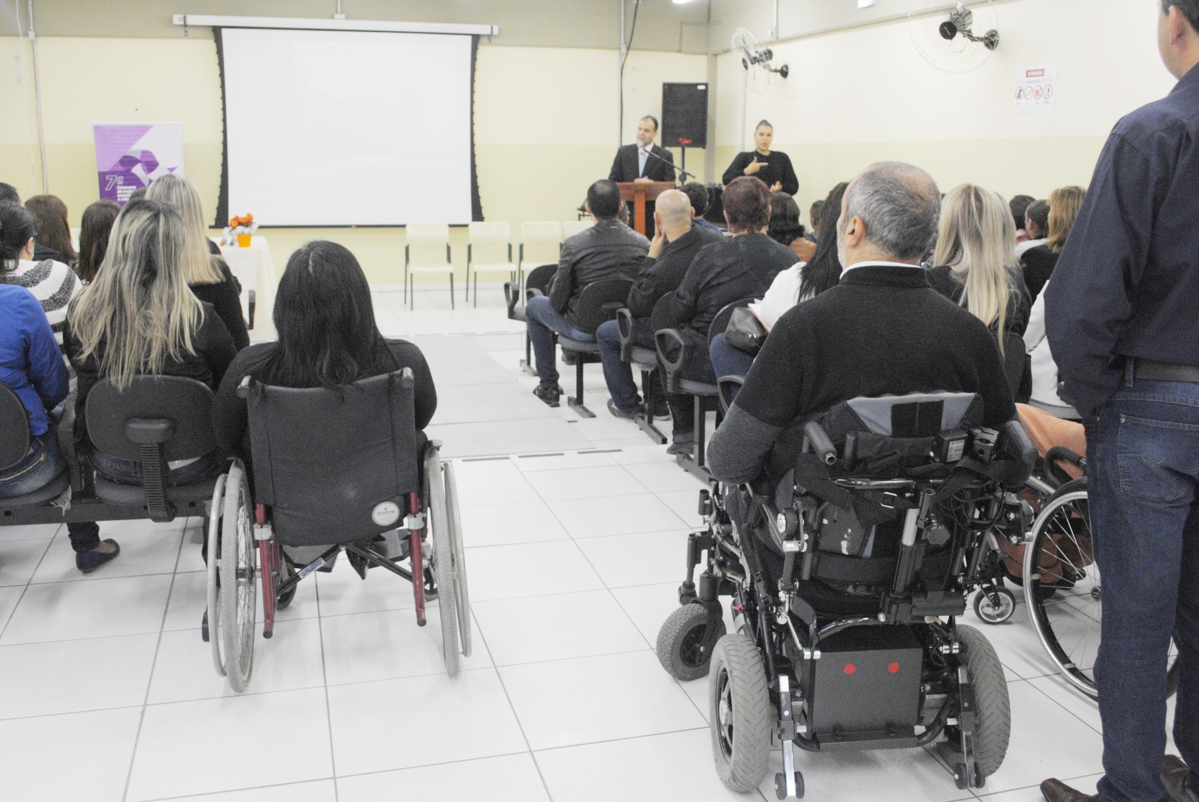Palestra da 7ª Caravana da Inclusão, Acessibilidade e Cidadania, que debateu as necessidades de pessoas com deficiência na região (Foto: Andreah Martins)