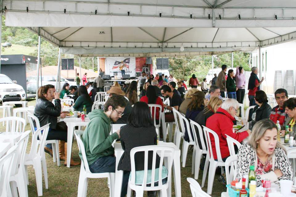 Público prestigia o Festival da Truta de 2015; o evento gastronômico começa nesta quinta-feira, com expectativa de 12 mil visitantes (Foto: Da Assessoria)