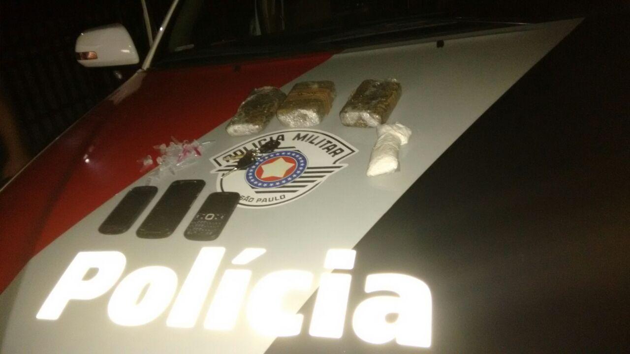 Material encontrado  pela Polícia Militar na madrugada desta segunda-feira, em Lorena (Foto: Divulgação PM)