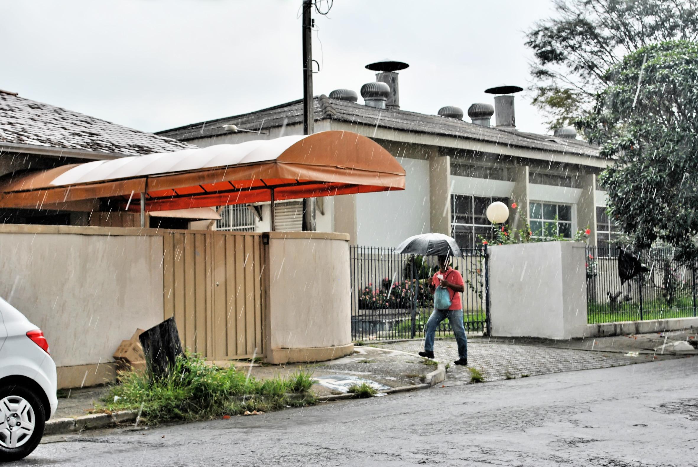 Entrada da Cozinha Piloto de Cruzeiro; secretaria de Educação é alvo de protestos de alunos, pais e até funcionários por merenda ruim (Foto: Maria Fernanda Rezende)