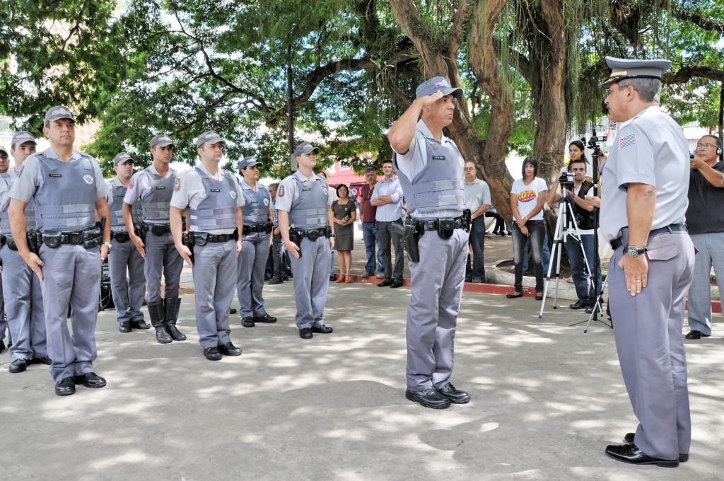 Policiais militares se apresentam em evento no Centro de Pindamonhangaba; região busca ampliação de homens da Atividade Delegada (Foto: Arquivo Atos)