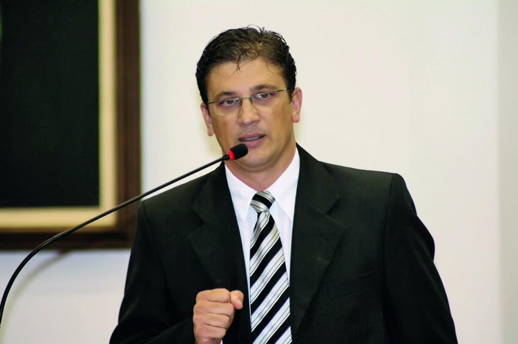 Domingues anunciou investimento de R$ 4 milhões na Educação (Foto: Reprodução)