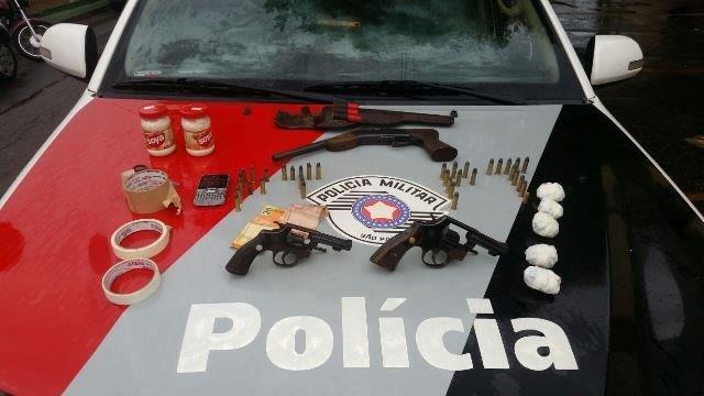 Material apreendido pela PM na tarde desta quinta-feira, em Lorena (foto: Divulgação PM)