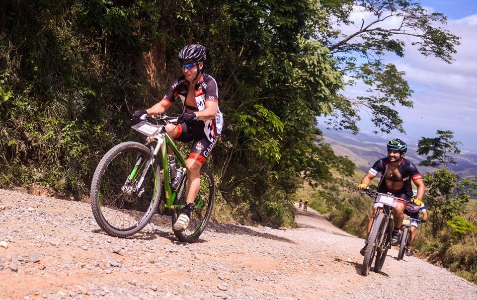 Ciclistas no percurso da Copa Vale de Mountain Bike; inscrições abertas para o desafio em Lorena Foto: Colaboração / Ney Evangelista)