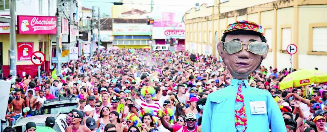 Carnaval de rua dita o ritmo da festa na região