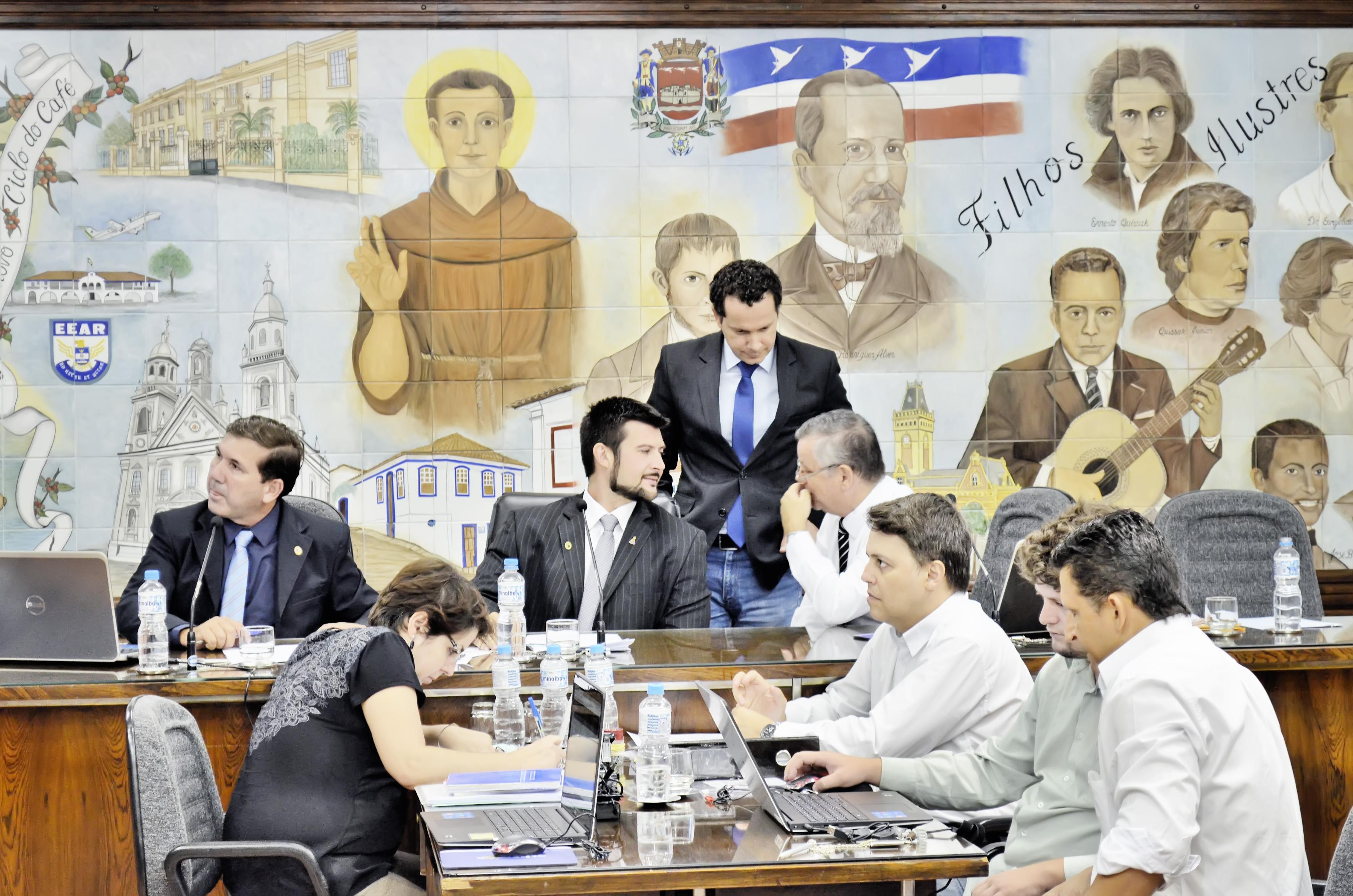 A Câmara de Guaratinguetá convocou o ex-prefeito Junior Filippo para detalhar contratos do Saeg, alvo de série de apontamentos (Foto: Leandro Oliveira)