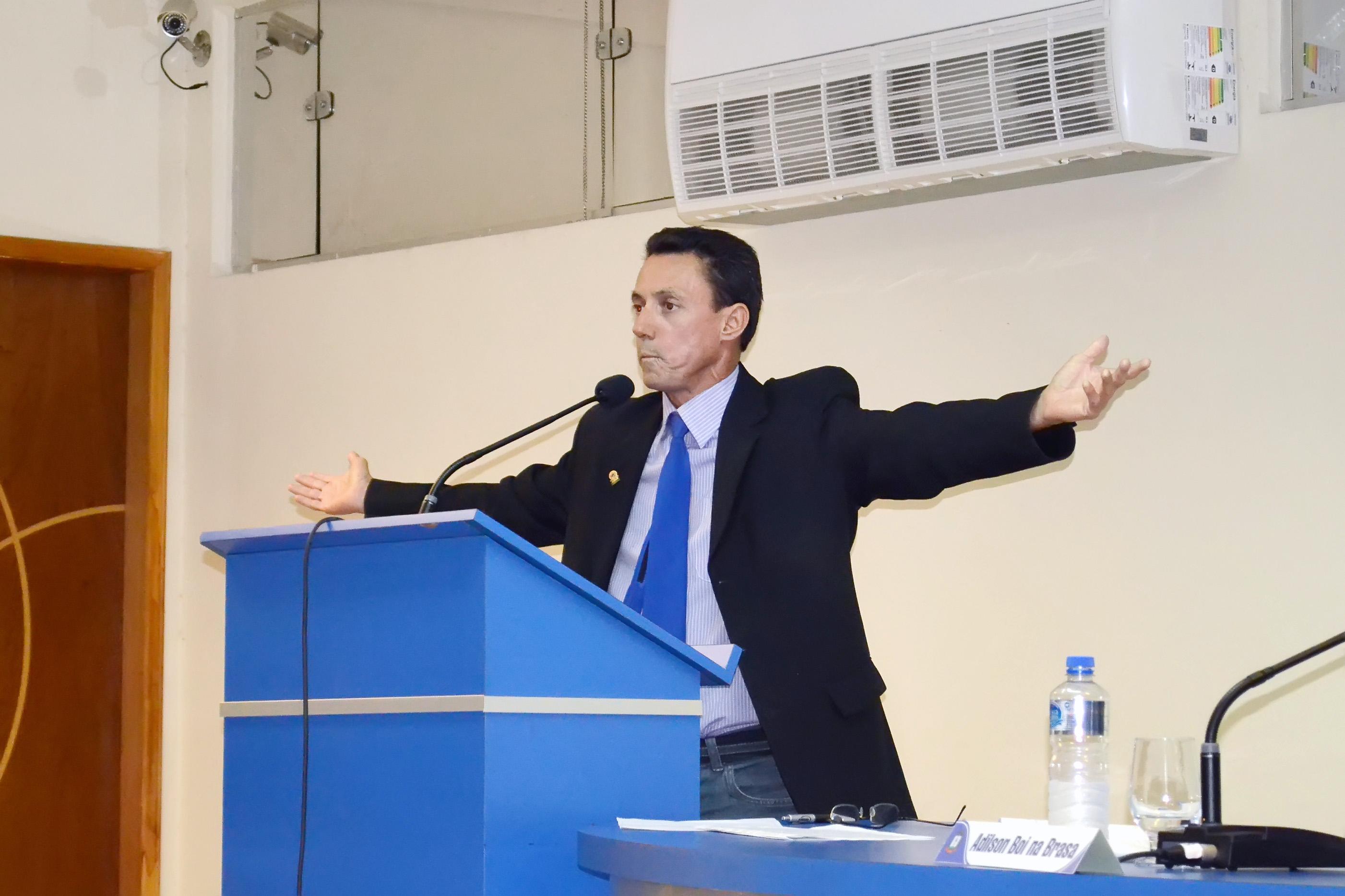 O vereador Elcio Ribeiro, afastado do cargo após condenação judicial; salário garantido, mesmo fora da Câmara (Foto: Arquivo Atos)