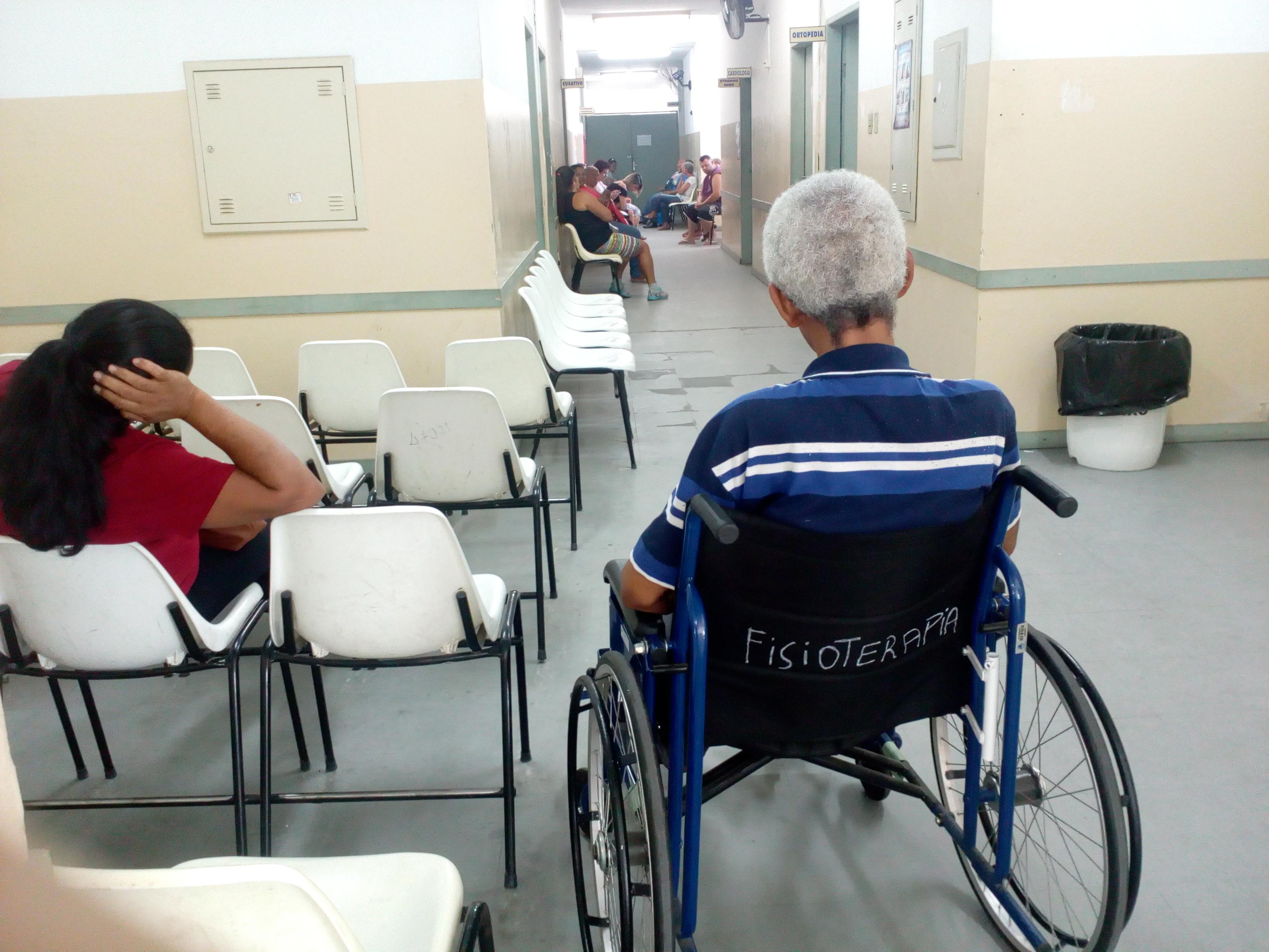 Pacientes aguardam atendimento no ARE; reclamações se intensificaram nos últimos meses (Foto: Maria Fernanda Rezende)