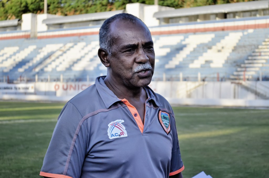 Fidélis, de vice a treinador interino (Foto: Leandro Oliveira)