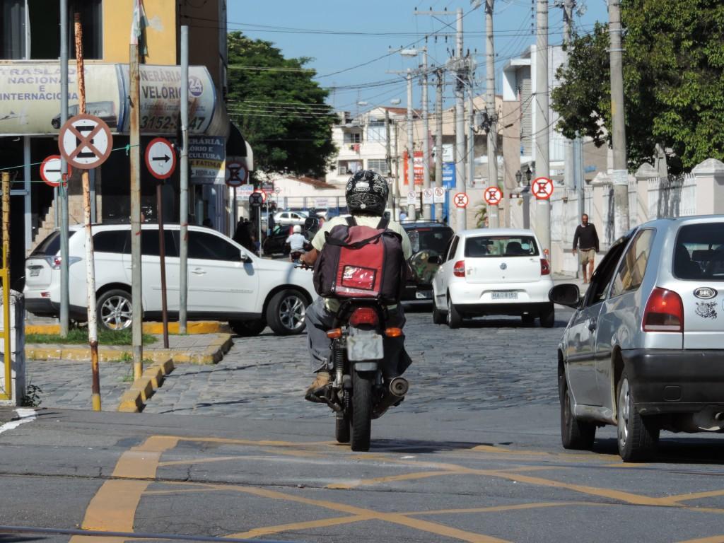 Rua Dom Bosco, no Centro de Lorena; alterações no transito e pedido de Zona Azul (Foto: Lucas Barbosa)