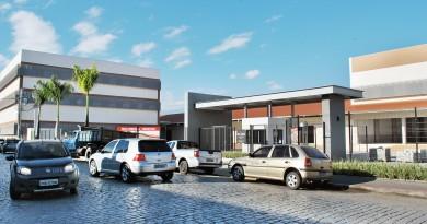 Prédio na Rua Dois, no Centro de Cruzeiro, que receberá shopping com grandes redes já definidas; expectativa de geração de empregos (Foto: Andreah Martins)