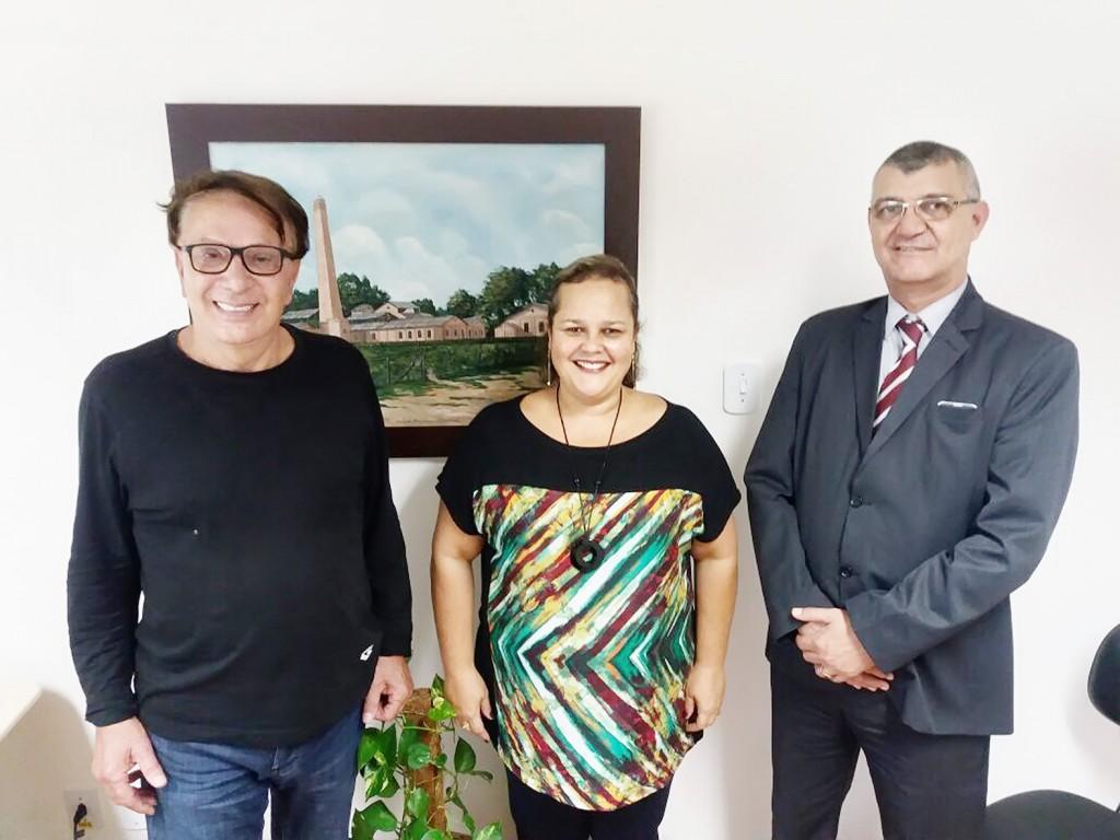 O doador Eugênio Boffi (à esquerda) ao lado da vice-prefeita Marietta Bartelega e do advogado José Roberto de Moura, o Roda; projeto avança (Foto: Colaboração)