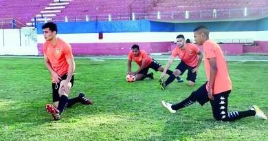Jogadores durante preparação para jogo decisivo deste domingo (Foto: Reprodução Manthiqueira)