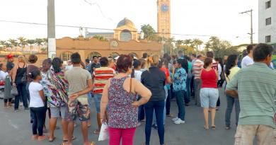 Grupo de romeiros em frente ao Santuário Nacional; solicitação da Prefeitura tenta facilitar mobilidade em área de maior fluxo de turistas (Foto: Arquivo Atos)