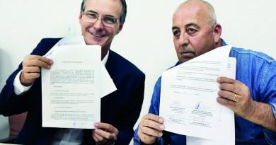 O prefeito de Guaratinguetá, Marcus Soliva e o presidente do Sisemug, Eduardo Ayres; discussão para Plano de Cargos segue na cidade (Foto: Arquivo Atos)