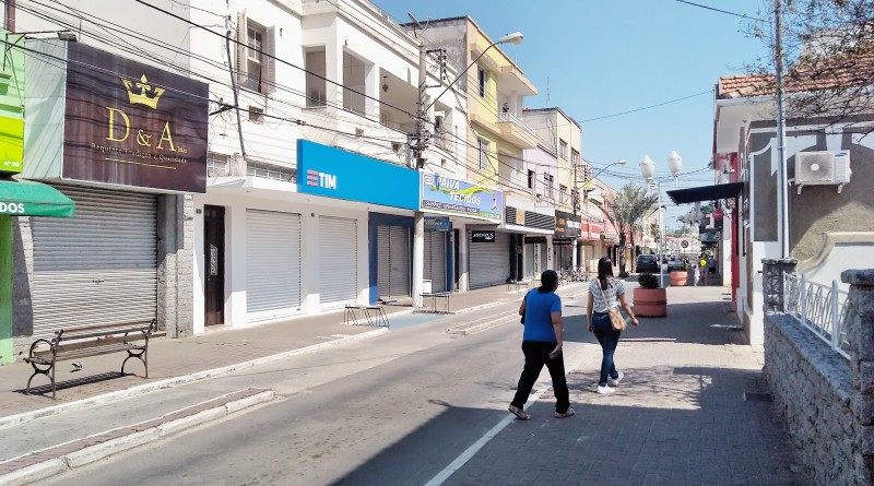 Comércio de Lorena fechado durante o feriado de Dia da Independência; calendário preocupa setor, que avalia prejuízo de R$ 1,7 milhão (Foto: Lucas Barbosa)