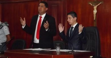 O presidente da Câmara, Breno Anaya e o prefeito Edson Mota, que prometem retirar projeto de autarquia após acordo com a Sabesp (Foto: Arquivo Atos)