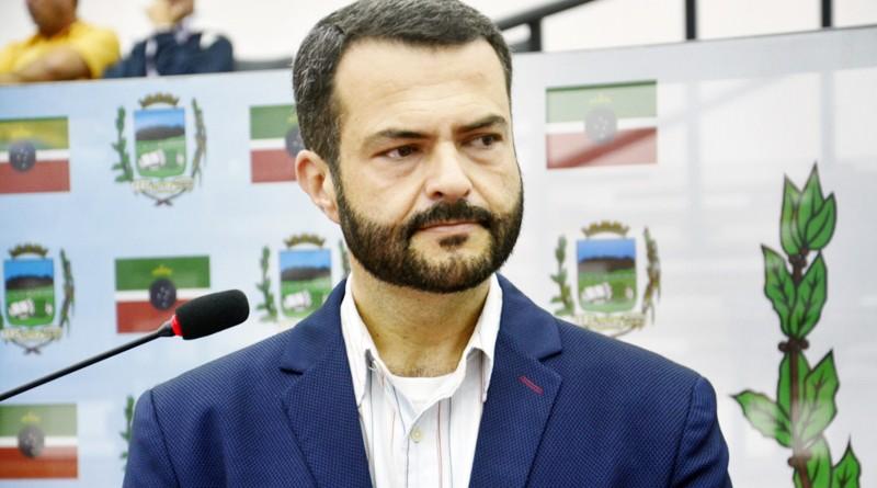 O diretor de Departamento de Convênios e Captação de Recursos, Rodrigo Lóssio na Câmara de Pinda (Foto: Divulgação)