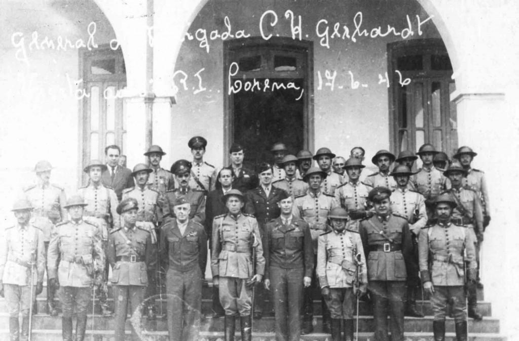 Imagem de junho de 1946 mostra militares que fizeram parte do Regimento de Itororó, um dos marcos da sociedade lorenense