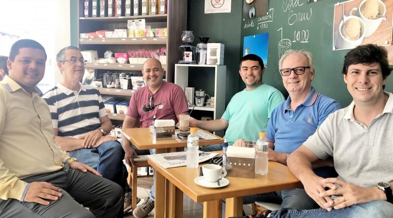 Longuinho, Marcio, Careca, Fradique, Eder Billota e Maquinho em 'conversas afinadas' sobre o ano eleitoral