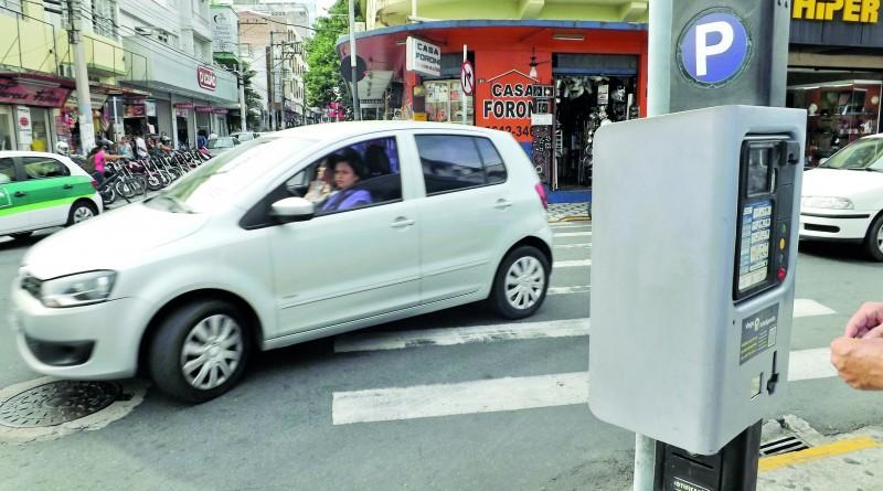 Parquímetro, em rua no Centro de Pindamonhangaba; veto do Executivo para isenção foi derrubado (Foto: Arquivo Atos)